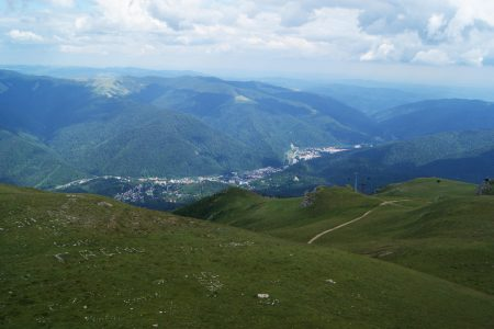2000m'den Sinaia ve Karpatlar manzarası