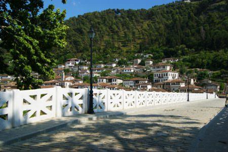 Nehir üzerinde bir köprü (18.yy) ve Gorica tarafı