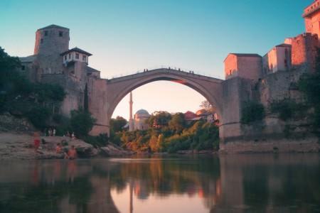 Mostar Köprüsü ve Neretva Nehri