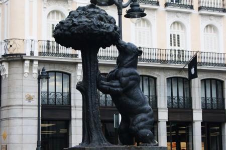 Madrid'in sembolü Ayı ve Çilek Ağacı