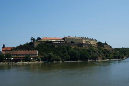 Petrovaradin Kalesi ve Tuna Nehri